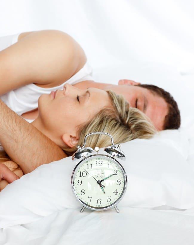 10 lời khuyên giúp bạn có được giấc ngủ ngon, sâu giấc và dễ dàng hơn - Ảnh 2.